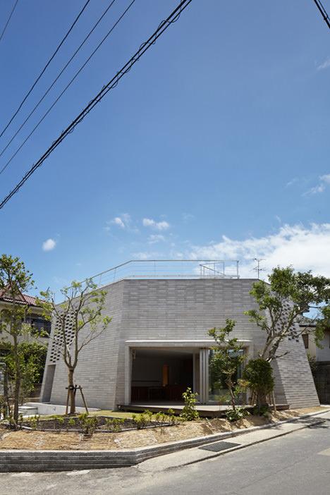 サムネイル:鈴木亜生 / ARAY Architectureによる鹿児島の住宅「SHIRASU」