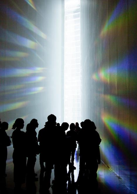 サムネイル:吉岡徳仁の東京現代美術館での展覧会「クリスタライズ」の会場写真など