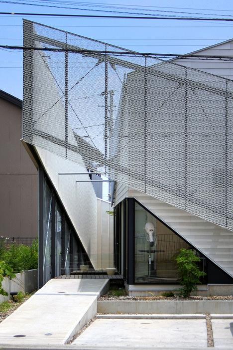 サムネイル:Eurekaとatelier CHOCOLATEによる神奈川の住宅「N獣医の家」