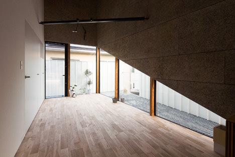 10_balcony-and-livingroom(Ookura-Hideki)