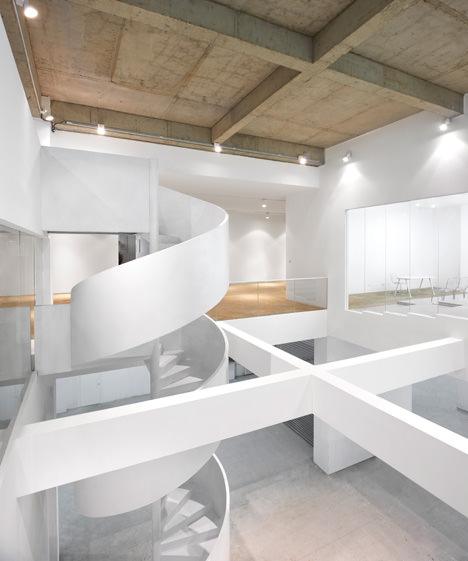 サムネイル:Nie Yong + 堤由匡 / 堤由匡建築設計工作室による中国北京市の「大興の工場コンバージョン」
