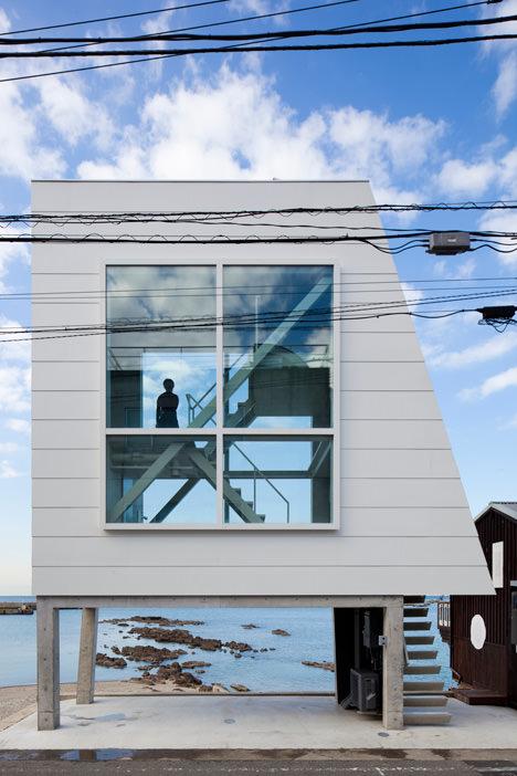 サムネイル:吉村靖孝建築設計事務所による神奈川・葉山の別荘「窓の家」