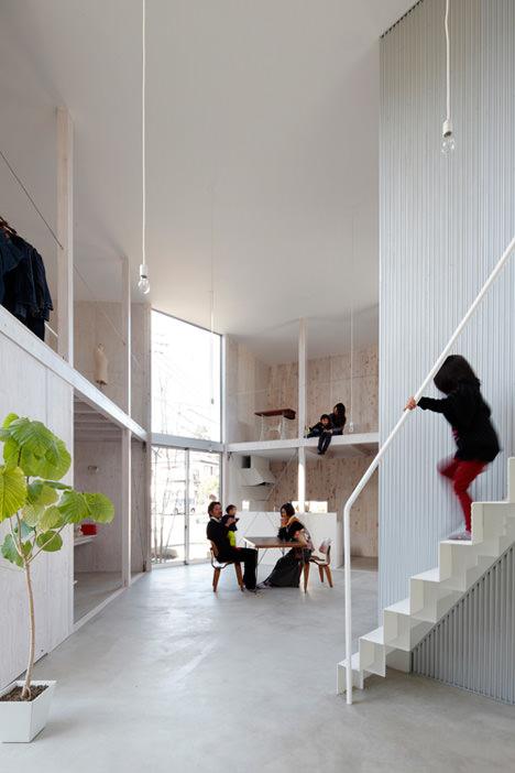 サムネイル:山﨑健太郎デザインワークショップによる千葉県柏市増尾の住宅『柏の家「未完の住まい」』