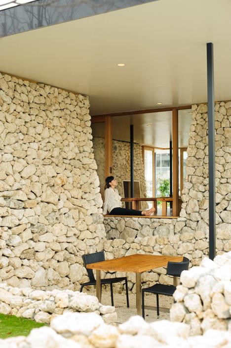 サムネイル:山﨑健太郎デザインワークショップによる沖縄県糸満市のレストラン『糸満漁民食堂 「みんな」のレストラン』