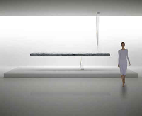 サムネイル:吉岡徳仁がミラノサローネで発表する新しいテーブル「Agravic アグラヴィック」