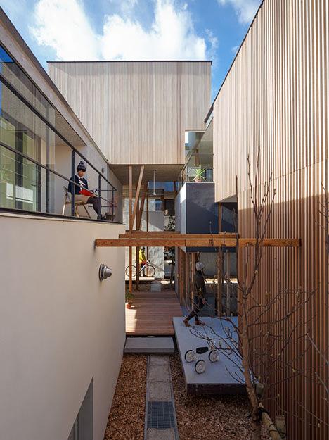サムネイル:Eurekaによる愛知県岡崎市の集合住宅「Dragon Court Village」