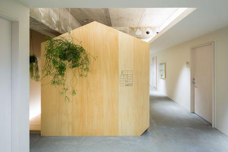 サムネイル:岩橋翼建築設計事務所による大阪のビルのワンフロアの改修「通りの小屋」