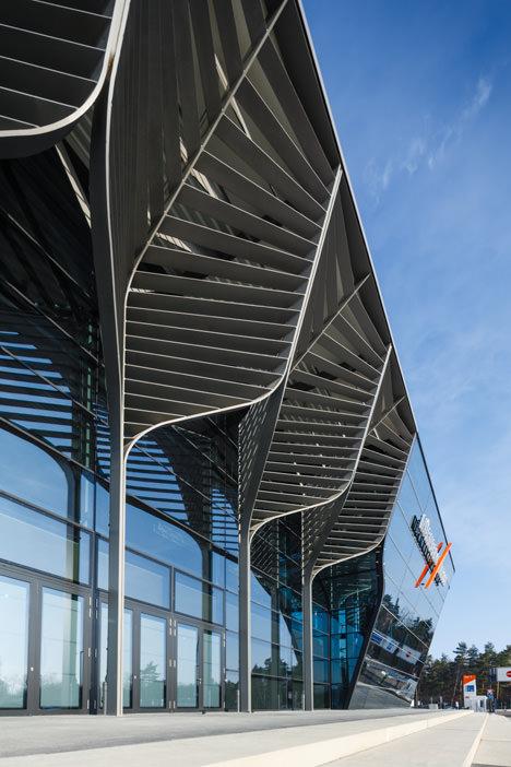 サムネイル:ザハ・ハディドによるドイツの見本市会場ニュルンベルグ・メッセの新しい展示ホール「Hall 3A」の写真
