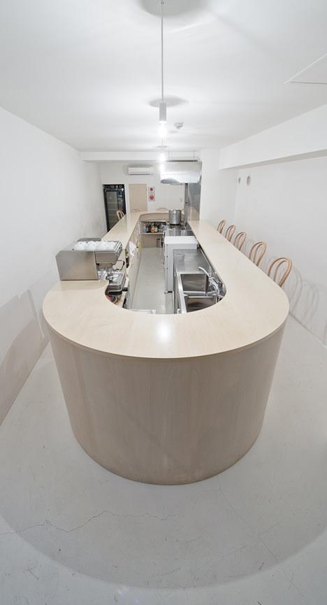 サムネイル:久野浩志建築設計事務所による札幌の店舗「バール メンタ」