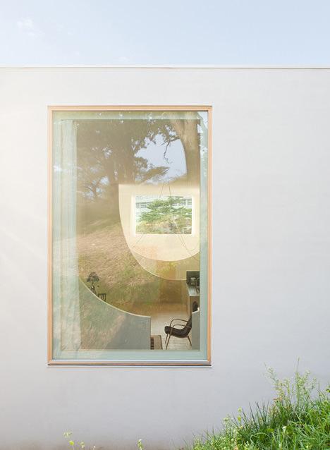 サムネイル:久野浩志建築設計事務所による北海道小樽市の住宅「弟の家 − シナリオがない家」