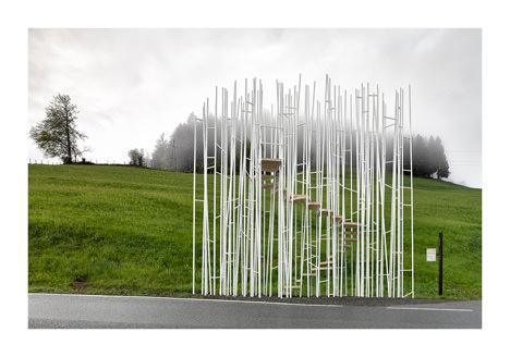 サムネイル:藤本壮介、スミルハン・ラディック、ワン・シューなどが設計したオーストリア・クルムバハのバス停の写真