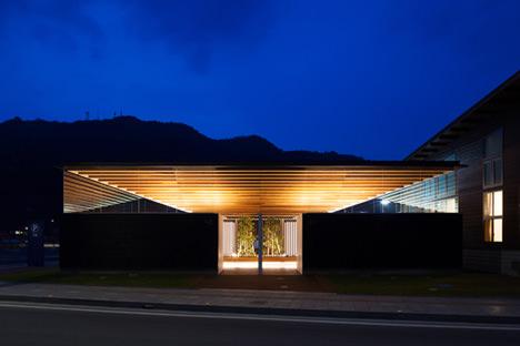 サムネイル:bUdアトリエ一級建築士事務所による愛媛の「八幡浜市道の駅みなっと トイレ棟」