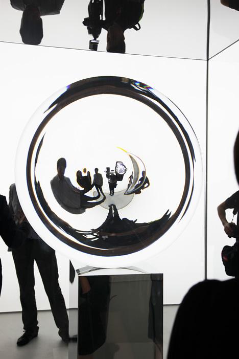 サムネイル:吉岡徳仁がディレクションした上海での展覧会「Cartier Time Art」と、そこで発表された吉岡によるインスタレーション「The Gate」