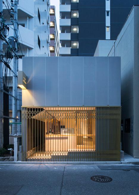 サムネイル:二俣公一 / ケース・リアルによる福岡の飲食店「WINE & SWEETS TSUMONS」