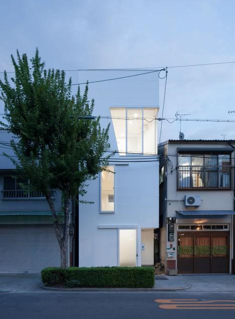 サムネイル:井戸健治 / 井戸健治建築研究所による大阪の住宅「玉津の住宅」