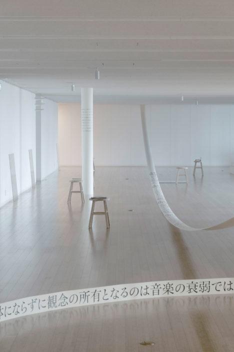 サムネイル:中村竜治による「本・ことば・デザイン」展会場構成