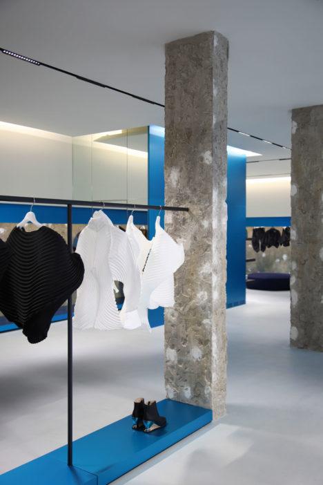 サムネイル:吉岡徳仁によるロンドンのイッセイミヤケのフラッグシップストア「ISSEY MIYAKE London flagship store」
