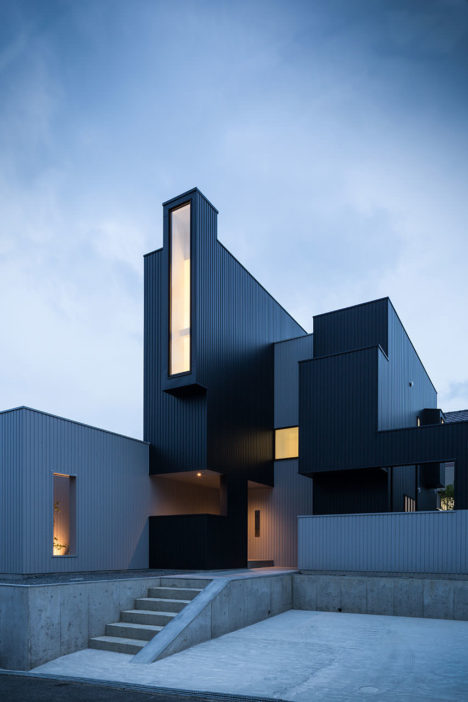 サムネイル:フォルム・木村浩一建築研究所による滋賀県大津市の住宅「窓辺の家」