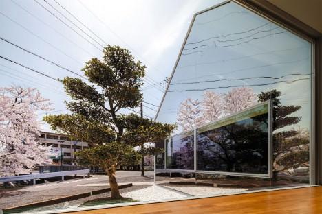 サムネイル:伴尚憲 / bandesignによる岐阜県岐阜市のカフェ「Mirrors」