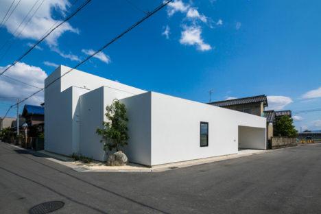 サムネイル:武藤圭太郎建築設計事務所による岐阜県大垣市の住宅「SUNOMATA」