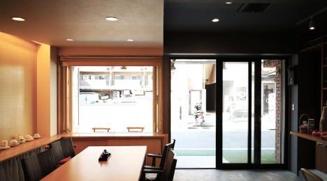 サムネイル:ツバメアーキテクツによる、東京・高島平の、昼間に地域の寄合所として開放される居酒屋「高島平の寄合所/居酒屋」