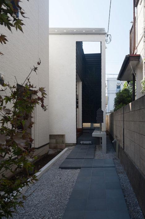 サムネイル:岸本和彦 / acaaによる東京都目黒区の住宅「House-H ~黒いクレバス~」