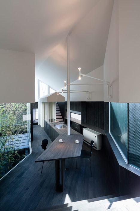 サムネイル:岸本和彦 / acaaによる神奈川県茅ヶ崎市の住宅「辻堂の曲がり屋」