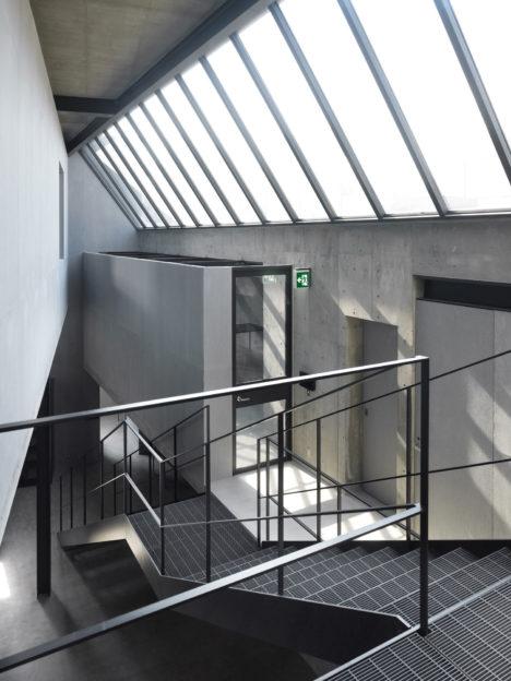 サムネイル:大堀伸 / ジェネラルデザインによる東京・千駄ヶ谷の「NEIGHBORHOOD OFFICE BLDG.」