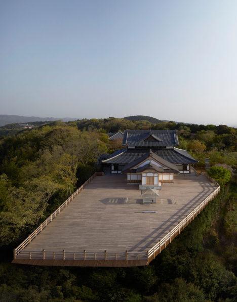 サムネイル:吉岡徳仁による「ガラスの茶室 - 光庵」が、京都の将軍塚青龍殿の大舞台で公開