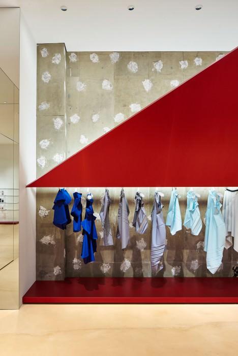 サムネイル:吉岡徳仁がイッセイミヤケのためにデザインした、東京・丸の内の店舗「ISSEY MIYAKE MARUNOUCHI」