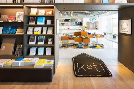 サムネイル:トラフ建築設計事務所による、湘南T-SITEの店舗「ミナ ペルホネン コティ」