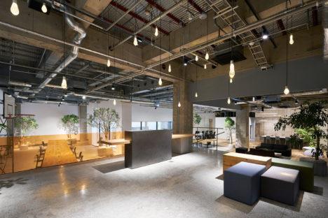 サムネイル:トラフ建築設計事務所による、クリエイティブエージェンシーAKQAの東京オフィス「AKQA Tokyo Office」