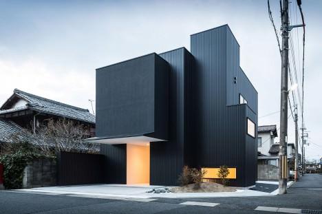 サムネイル:フォルム・木村浩一建築研究所による、滋賀県草津市の住宅「フレーミングする家」