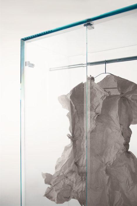 サムネイル:吉岡徳仁が、GLAS ITALIA社のためにデザインした「PRISMベンチとPRISM キャビネット」