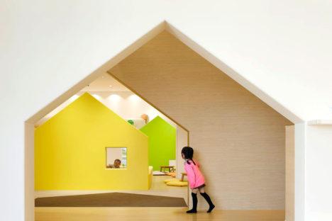 サムネイル:エマニュエル・ムホーによる、親子のための室内遊び場「mama smile」