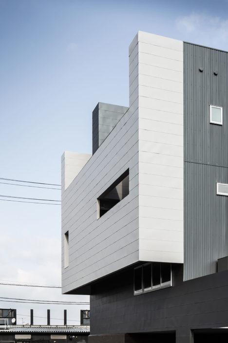 サムネイル:フォルム・木村浩一建築研究所による、滋賀県草津市のオフィスビル・ゲストハウス「COMPLEX」