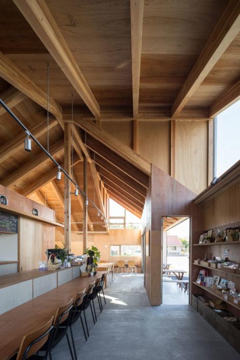 サムネイル:成瀬・猪熊建築設計事務所による、岩手県陸前高田市の「りくカフェ本設」
