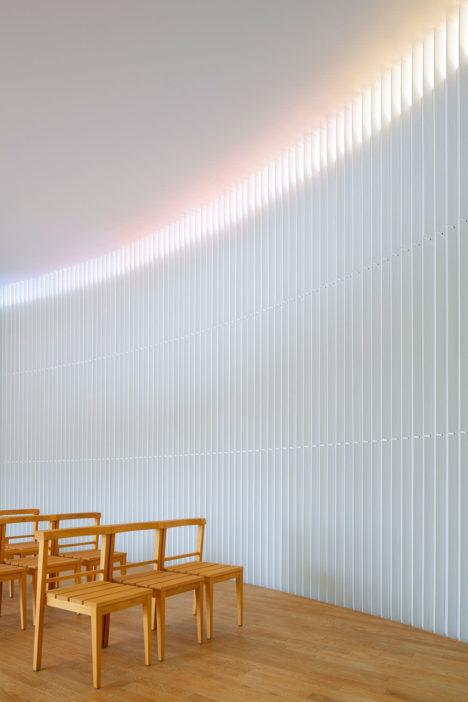 サムネイル:久保秀朗+都島有美 / 久保都島建築設計事務所による、東京・目黒の「虹のチャペル」