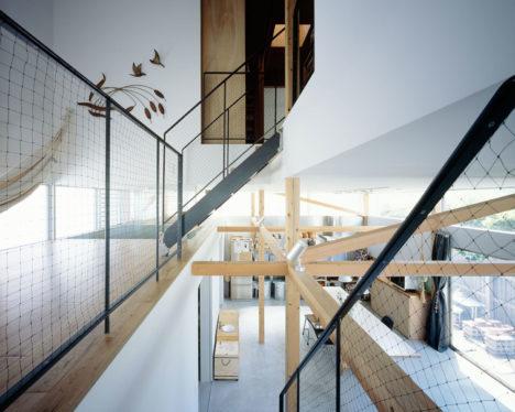 サムネイル:成瀬・猪熊建築設計事務所による、東京の住宅「スプリットハウス」