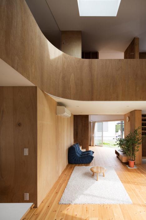 サムネイル:光本直人+濱名直子 / ミハデザインによる、静岡県浜松市の住宅・写真スタジオ「torimichi」
