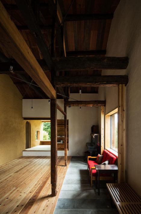 サムネイル:究建築研究室が企画・監修して、名城大学柳沢研究室が設計した、名古屋市北区の「あじまの家」