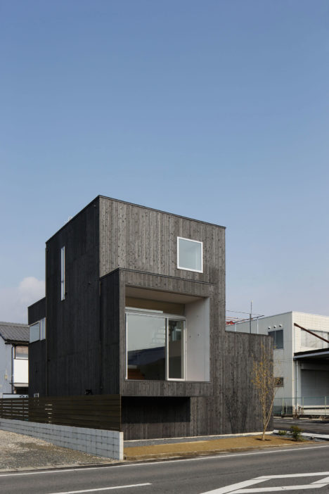 サムネイル:諸江一紀建築設計事務所による、岐阜の「土岐の住宅」