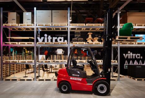 サムネイル:長坂常 / スキーマ建築計画による、2015年4月にミラノで行われた、家具会社ヴィトラの展示のための会場デザイン「Vitra exhibition」
