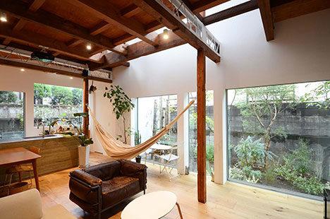 サムネイル:ディンプル建築設計事務所による、東京・武蔵境の、築62年の再建築不可物件のリノベーション「武蔵境の家」のオープンハウスが開催[2015/10/18]