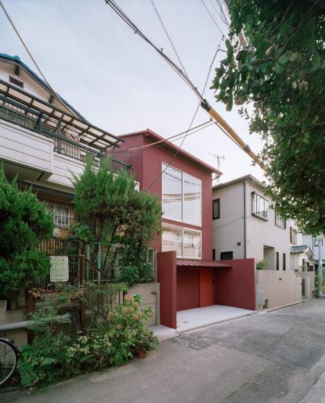 サムネイル:村山徹+加藤亜矢子 / ムトカ建築事務所による、大阪府豊中市の住宅「赤い別邸」と、実際に訪れた建築家たちの感想
