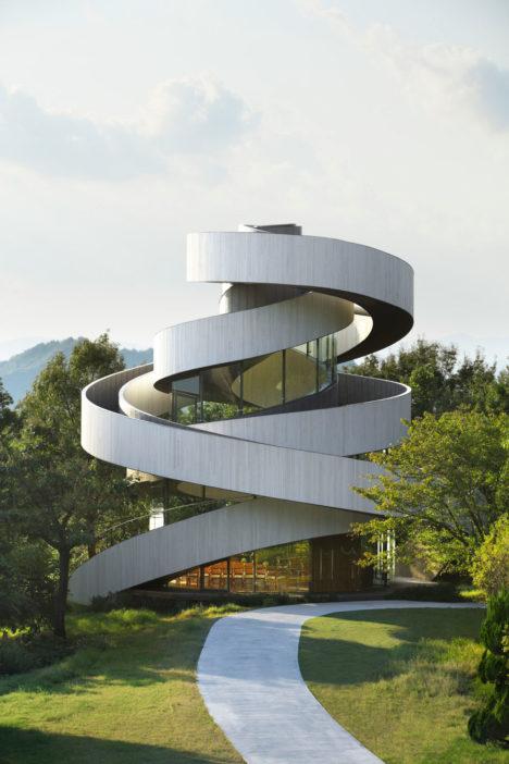 サムネイル:中村拓志 / NAP建築設計事務所による、広島県尾道市の「Ribbon Chapel」