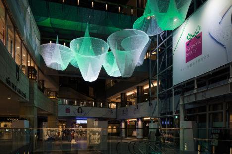 サムネイル:川島範久+佐藤桂火 / ARTENVARCHの空間デザインによる、六本木ヒルズ・ウェストウォークでのインスタレーション「Airy Walk」