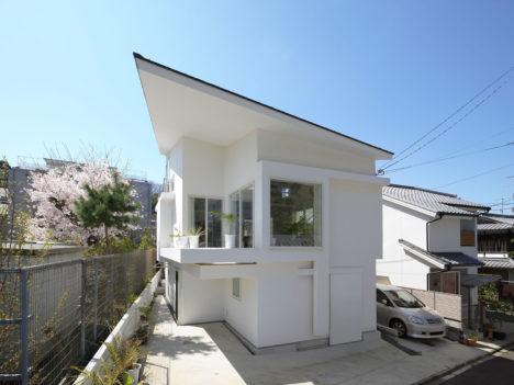 サムネイル:UME architects / 梅原悟による、京都の住宅「北白川の角家」