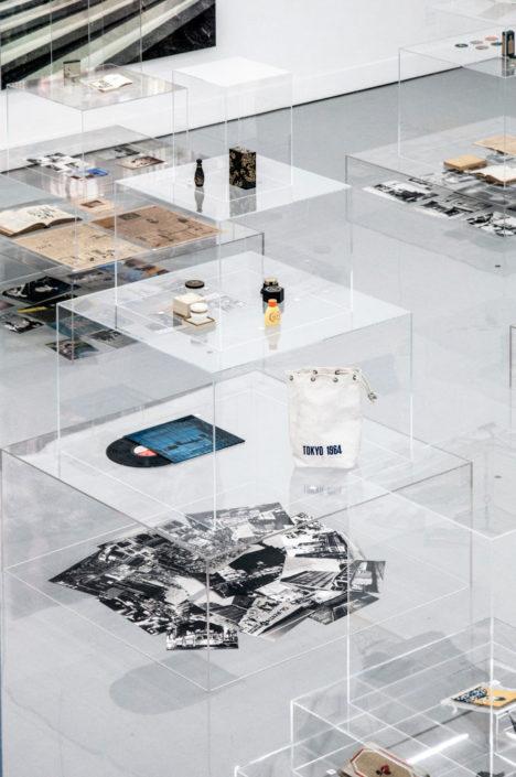 サムネイル:中村竜治建築設計事務所が展示空間を担当した、東京・銀座の資生堂ギャラリーでの展覧会「BEAUTY CROSSING GINZA」の会場写真