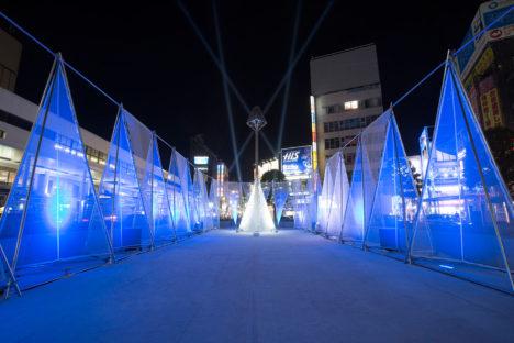 サムネイル:川島範久+佐藤桂火 / ARTENVARCH が空間デザインを担当した、吉祥寺駅北口駅前広場でのインスタレーション「Kichijoji Aqua Illumination 2015」